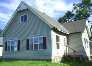 Foreclosed Home in LOCUST ST, Quincy, IL - 62301
