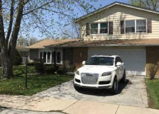 Foreclosed Home en E 159TH PL, South Holland, IL - 60473