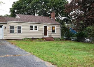 Foreclosed Home en STONE ST, Waterford, CT - 06385