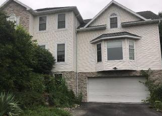 Foreclosed Home en SYCAMORE DR, Reading, PA - 19606