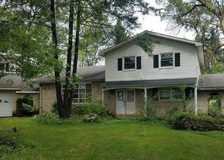 Foreclosed Home en HILL DR, Allentown, PA - 18104