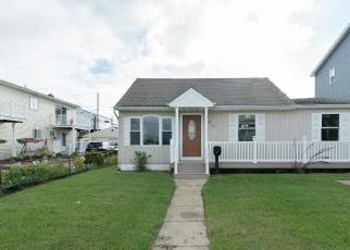 Foreclosed Home en VENETIAN BLVD, Lindenhurst, NY - 11757