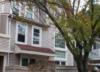 Foreclosed Home en RUSTBURG CIR, Montgomery Village, MD - 20886