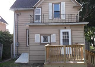 Foreclosed Home en EDGEWOOD LN, West Bend, WI - 53095