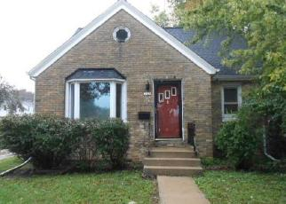 Foreclosed Home en S 84TH ST, Milwaukee, WI - 53228
