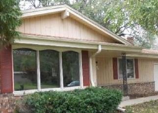 Foreclosed Home en MEADOW DR, Muskego, WI - 53150