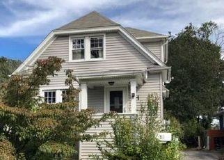 Foreclosed Home en CLARENDON ST, Stratford, CT - 06614