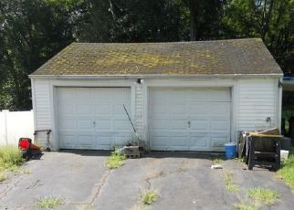 Foreclosed Home en BAILEY AVE, Wallingford, CT - 06492