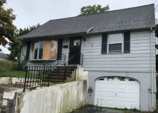 Foreclosed Home en AMES AVE, Terryville, CT - 06786