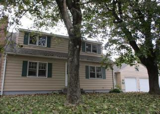 Foreclosed Home en SAINT THOMAS ST, Enfield, CT - 06082
