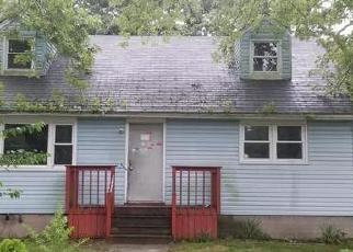 Foreclosed Home en HOMESTEAD DR, Coram, NY - 11727