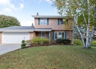 Foreclosed Home en ROOSEVELT DR, West Bend, WI - 53090