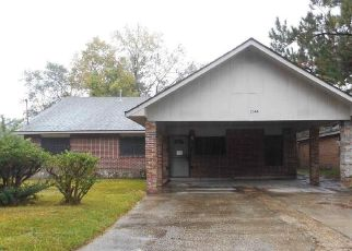 Foreclosed Home in PLANTATION DR, Baton Rouge, LA - 70807