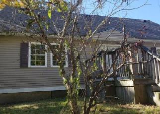Foreclosed Home en GATE ST, Voluntown, CT - 06384