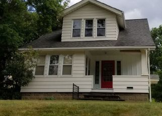 Foreclosed Home en SOUTHWEST AVE, Tallmadge, OH - 44278