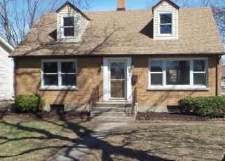 Foreclosed Home en W WEST AVE, Mchenry, IL - 60050