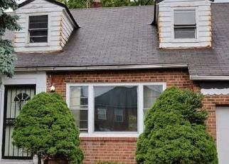 Foreclosed Home en LUXOR RD, Cleveland, OH - 44118