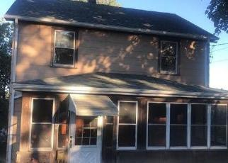 Foreclosed Home in SAVOY ST, Hamden, CT - 06514