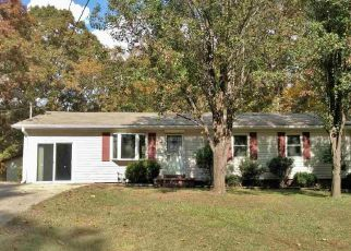 Foreclosed Home in PLEASANT HILL RD, Lexington, TN - 38351