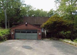 Foreclosed Home en N KINGS CREEK RD, Burgettstown, PA - 15021