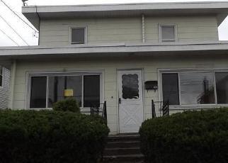 Foreclosed Home en WALNUT ST, Luzerne, PA - 18709