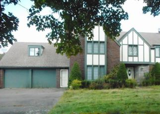 Foreclosed Home en GUERNSEYTOWN RD, Watertown, CT - 06795