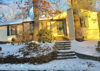 Foreclosed Home en COLONY RD, West Suffield, CT - 06093