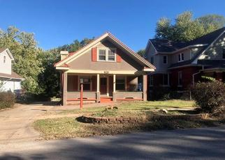 Foreclosed Home en W WALDO AVE, Independence, MO - 64050