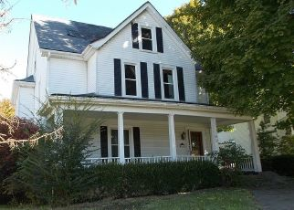 Foreclosed Home in E LEXINGTON ST, Harrodsburg, KY - 40330
