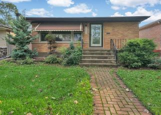 Foreclosed Home en S BRANDON AVE, Chicago, IL - 60633