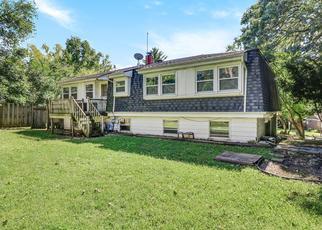 Foreclosed Home en ROSEWOOD DR, Carpentersville, IL - 60110