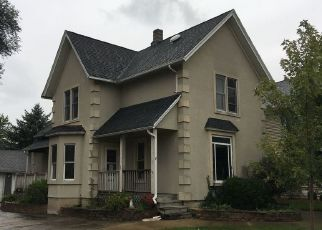 Foreclosed Home en E 3RD ST, Dundee, IL - 60118