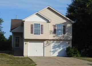 Foreclosed Home en S CARRIAGE TRL, Mchenry, IL - 60050