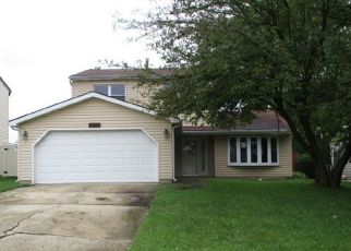 Foreclosed Home in S GRACELAND LN, Frankfort, IL - 60423