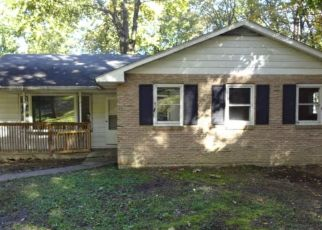 Foreclosed Home en GREENWOOD DR, Temple, PA - 19560
