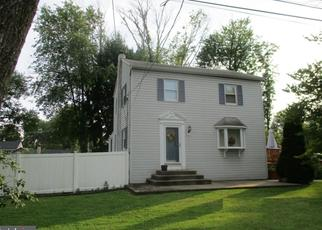 Foreclosed Home en HAZEL AVE, Feasterville Trevose, PA - 19053