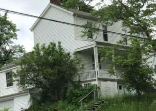 Foreclosed Home en BRIERLY LN, Homestead, PA - 15120