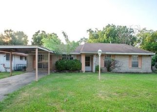Foreclosed Home in TALL WILLOW DR, Houston, TX - 77088