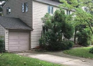 Foreclosed Home en ROYDON DR E, Merrick, NY - 11566