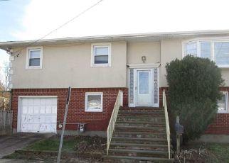 Foreclosed Home en VAN BUREN ST, Baldwin, NY - 11510