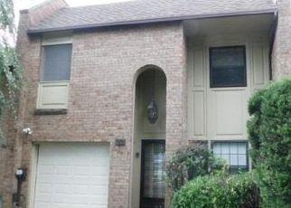 Foreclosed Home in SOUTHGATE CIR, Massapequa Park, NY - 11762