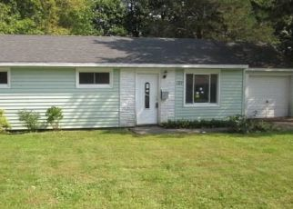 Foreclosed Home in FAIRFIELD DR, Syracuse, NY - 13212