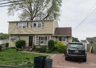 Foreclosed Home en 40TH ST, Lindenhurst, NY - 11757