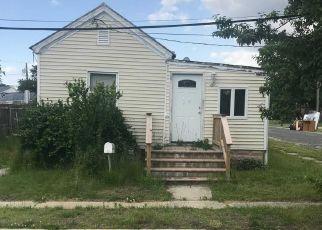 Foreclosed Home en SANDS LN, Lindenhurst, NY - 11757