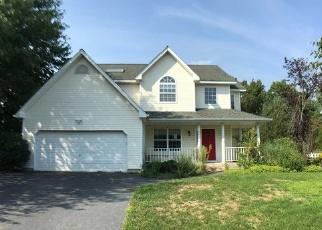 Foreclosed Home en LONG HOUSE WAY, Commack, NY - 11725