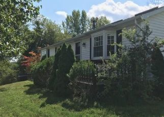 Foreclosed Home en MAYER DR, Highland, NY - 12528