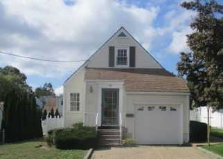 Foreclosed Home en ONONDAGA ST, Yonkers, NY - 10704