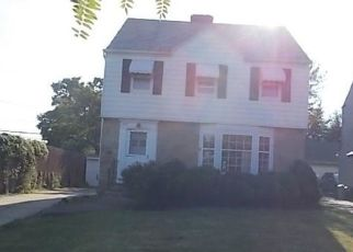 Foreclosed Home en SAYBROOK RD, Cleveland, OH - 44118