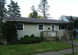 Foreclosed Home in SAINT ELMO AVE NE, Canton, OH - 44705