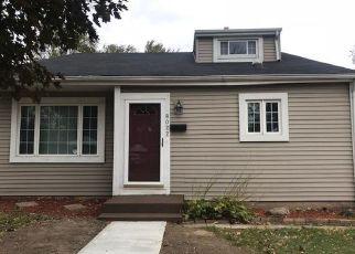 Foreclosed Home en W SCRANTON PL, Milwaukee, WI - 53218